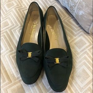 Salvatorre Ferragamo green suede leather bow shoes